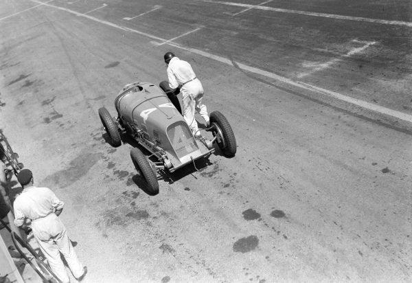 Raymond Sommer, Maserati 8CM, makes a pit stop.
