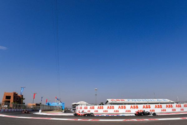 Andre Lotterer (DEU), Tag Heuer Porsche, Porsche 99x Electric leads Edoardo Mortara (CHE) Venturi, EQ Silver Arrow 01