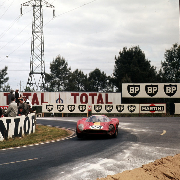 """1967 Le Mans 24 hours.Le Mans, France.10-11 June 1967.Willy Mairesse/""""Beurlys"""" (Ferrari 330P4), 3rd position.Ref-3/2925.World - LAT Photographic"""