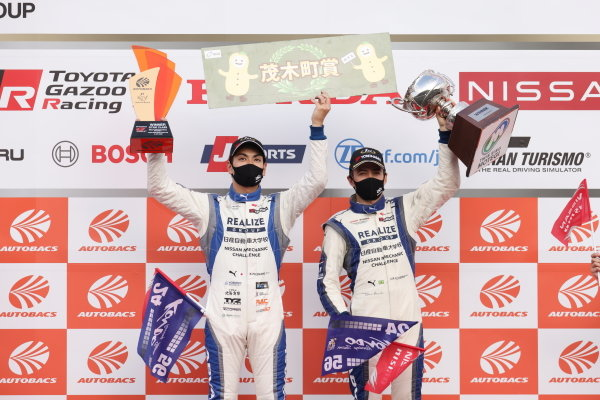 GT300 Winners Kiyoto Fujinami & Joao Paulo de Oliveira ( #56 Realize Nissan Automobile Technical College Kondo Racing Nissan GT-R ) celebrate with their trophies on the podium