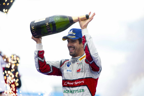 Lucas Di Grassi (BRA), Audi Sport ABT Schaeffler, celebrates with his champagne after winning the race
