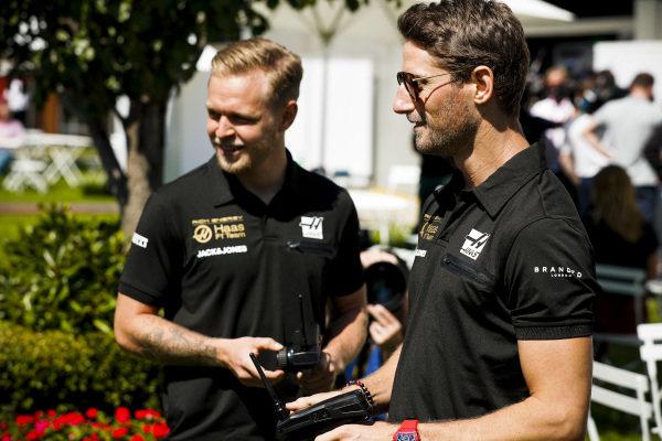 Romain Grosjean, Haas F1 and Kevin Magnussen, Haas F1