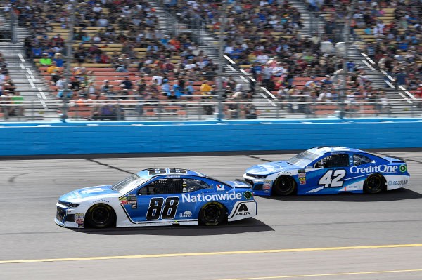 Monster Energy NASCAR Cup Series TicketGuardian 500 ISM Raceway, Phoenix, AZ USA Sunday 11 March 2018 Alex Bowman, Hendrick Motorsports, Chevrolet Camaro Nationwide and Kyle Larson, Chip Ganassi Racing, Chevrolet Camaro Credit One Bank World Copyright: Rusty Jarrett NKP / LAT Images