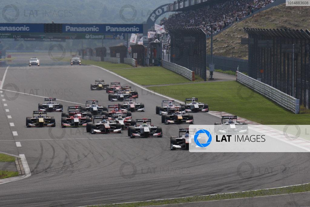 2017 Japanese Super Formula. Fuji, Japan. 8th - 9th July 2017. Rd 3.  Start of the race, action World Copyright: Yasushi Ishihara / LAT Images. Ref: 2017SF_Rd3_001