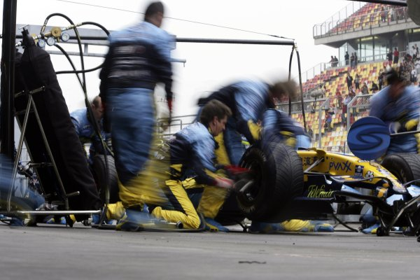 2006 Chinese Grand Prix - Saturday Qualifying Shanghai International Circuit, Shanghai, China. 28th September - 1st October 2006. Giancarlo Fisichella, Renault R26, practice pit stop, action. World Copyright: Charles Coates/LAT Photographic. ref: Digital Image ZK5Y4442
