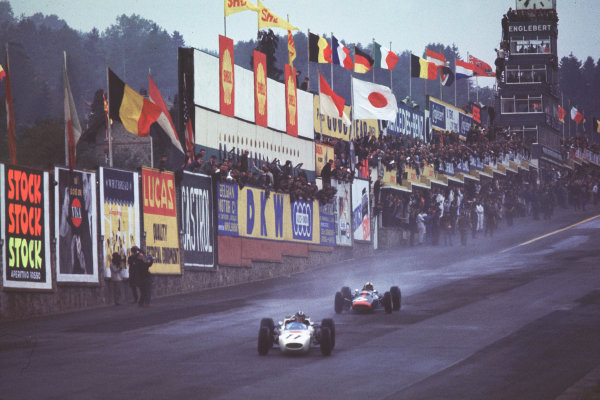 Spa-Francorchamps, Belgium.11-13 June 1965.Ronnie Bucknum (Honda RA272) leads Dickie Attwood (Lotus 25-BRM) into Eau Rouge.Ref-65 BEL 05.World Copyright - LAT Photographic