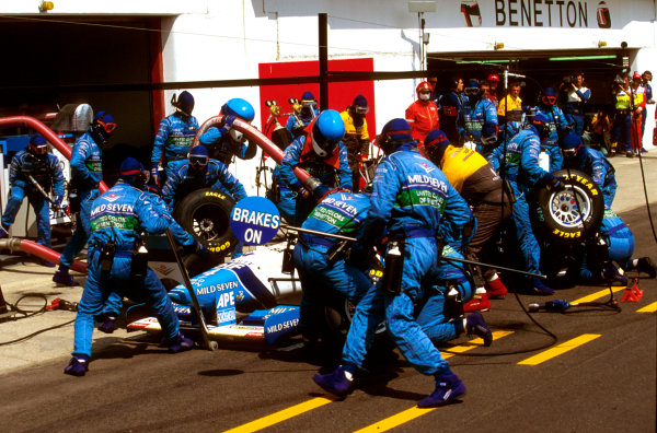 Imola, Italy.3-5 May 1996.Gerhard Berger (Benetton B196 Renault) 3rd position, is attended to by his mechanics on a pitstop.Ref-96 SM 21.World Copyright - LAT Photographic