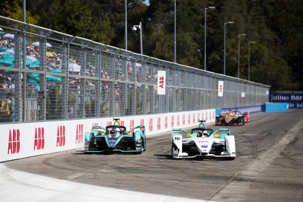 Oliver Turvey (GBR), NIO Formula E Team, NIO Sport 004 leads Nelson Piquet Jr. (BRA), Panasonic Jaguar Racing, Jaguar I-Type 3