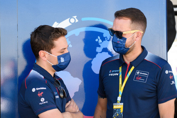 Robin Frijns (NLD), Envision Virgin Racing, chats with a team mate