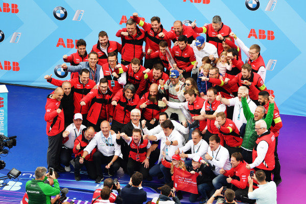 Lucas Di Grassi (BRA), Audi Sport ABT Schaeffler, celebrates with his team after winning the race