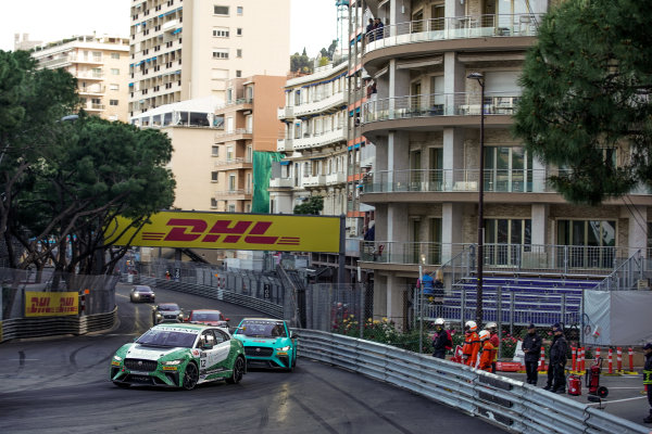 Bandar Alesayi (SAU), Saudi Racing leads Anthony Beltoise (FRA), Jaguar VIP car