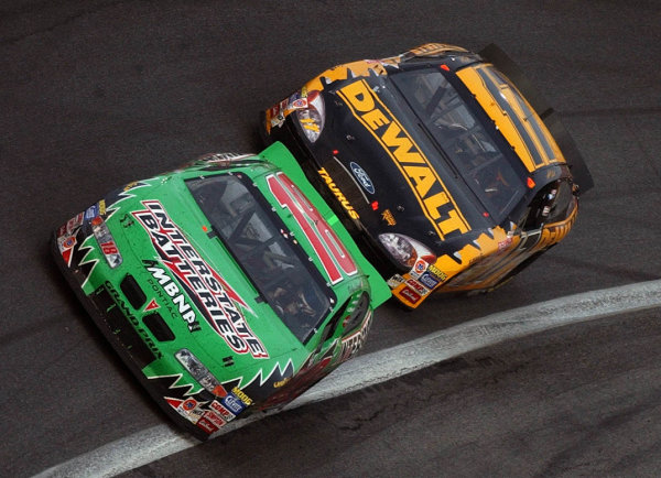 2002 NASCAR,Charlotte Motor Speedway,North Carolina, USA, UAW-GM Qualty 500, October 10-13 2002 USA-Matt Kenseth chases down Bobby Labonte for the lead,Copyright-Robt LeSieur2002LAT Photographic