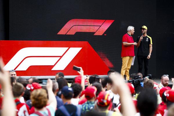Daniel Ricciardo, Renault F1 Team on stage in the fan zone