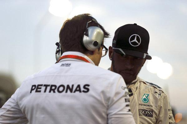 Lewis Hamilton (GBR) Mercedes AMG F1 and race engineer Peter Bonnington (GBR) Mercedes AMG F1 at Formula One World Championship, Rd2, Bahrain Grand Prix Race, Bahrain International Circuit, Sakhir, Bahrain, Sunday 3 April 2016.