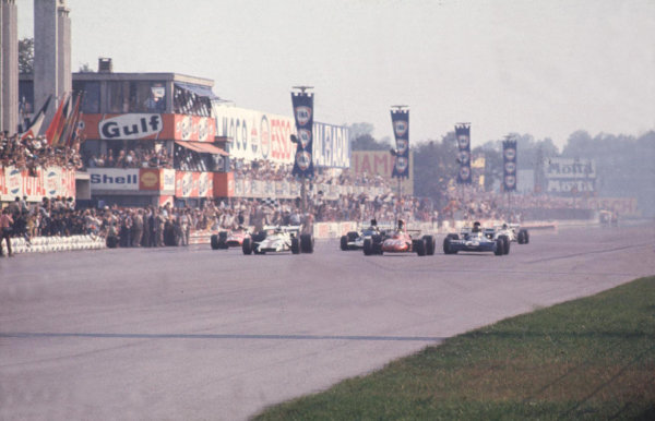 Monza, Italy.3-5 September 1971.Peter Gethin (BRM P160) wins from Ronnie Peterson (March 711 Ford), Francois Cevert (Tyrrell 002 Ford), Mike Hailwood (Surtees TS9 Ford) and Howden Ganley (BRM P160) in the closest finish and fastest race in GP history.  Ref: 71ITA29. World Copyright - LAT Photographic