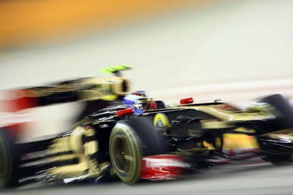Marina Bay Circuit, Singapore.24th September 2011.Vitaly Petrov, Lotus Renault GP R31. Action. World Copyright: Andy Hone/LAT Photographicref: Digital Image CSP28076