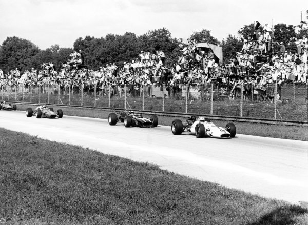 1967 Italian Grand Prix. Monza, Italy. 10 September 1967. John Surtees (Honda RA300) leads Jochen Rindt (Cooper T86-Maserati), Chris Amon (Ferrari 312) and Bruce McLaren (McLaren M5A-BRM). Surtees finished in 1st position. World Copyright: LAT Photographic Ref: 1726 #2A