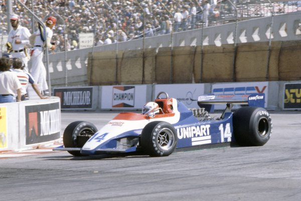 1980 United States Grand Prix West.Long Beach, California, USA. 28-30 March 1980.Clay Regazzoni (Ensign N180-Ford Cosworth), accident.World Copyright: LAT PhotographicRef: 35mm transparency 80LB12