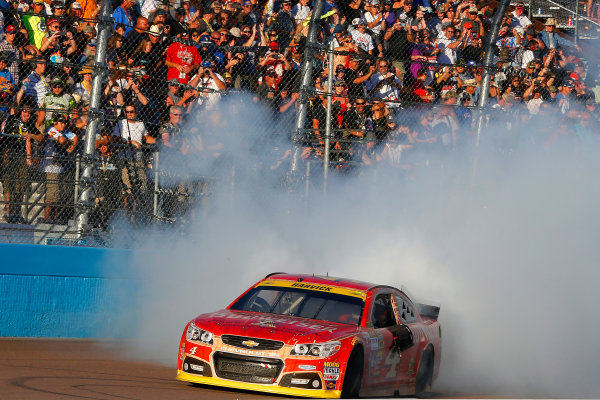 7-9 November, 2014, Avondale, Arizona USA Kevin Harvick celebrates his win with a burnout ?2014, Russell LaBounty LAT Photo USA