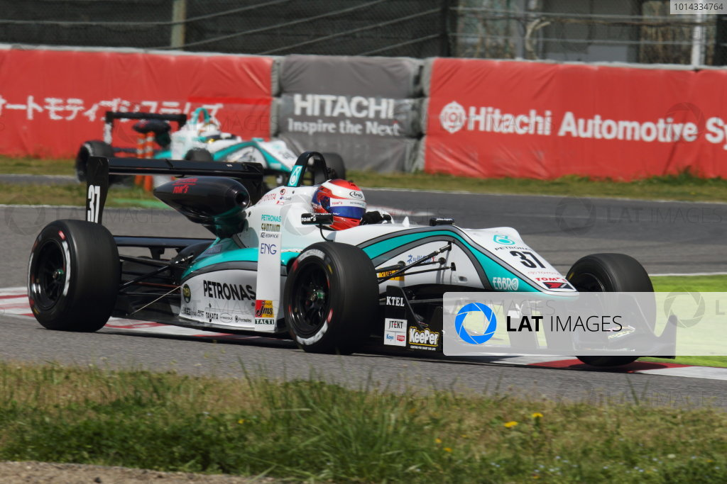 2015 Japanese Formula 3 Championship. Suzuka, Japan. 18th - 19th April 2015. Rd 1 & 2. Rd.2 Winner Nick Cassidy ( #37 PETRONAS TOM'S F314 ) action World Copyright: Yasushi Ishihara/LAT Photographic. Ref: 2015JF3_Rd1&2_010