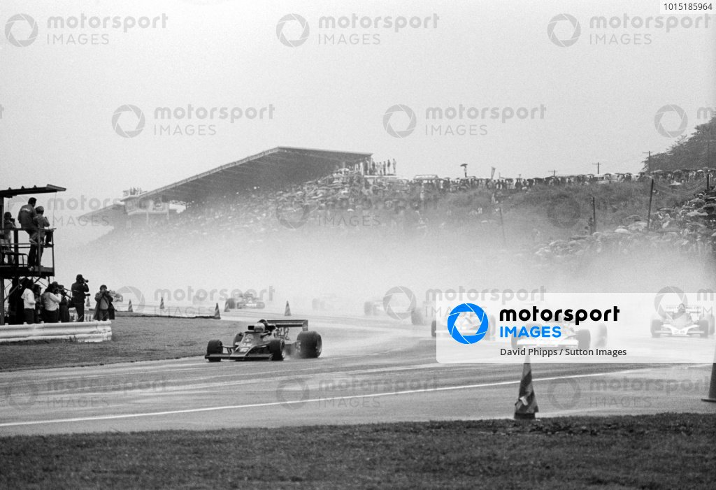 Pole sitter and race winner Mario Andretti (USA) Lotus 77 leads the field on the formation lap.