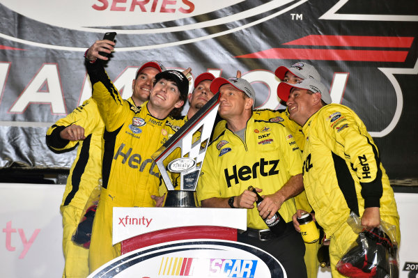 20-21 November, 2015, Homestead, Florida USA Ryan Blaney and crew with the Team Owners Championship Trophy ? 2015, Nigel Kinrade LAT Photo USA