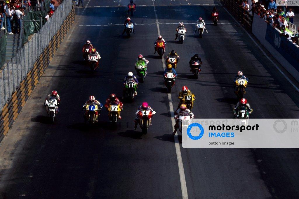 The start of the race.Macau Motorcycle Grand Prix, Guia Circuit, Macau, 20 November 1994.