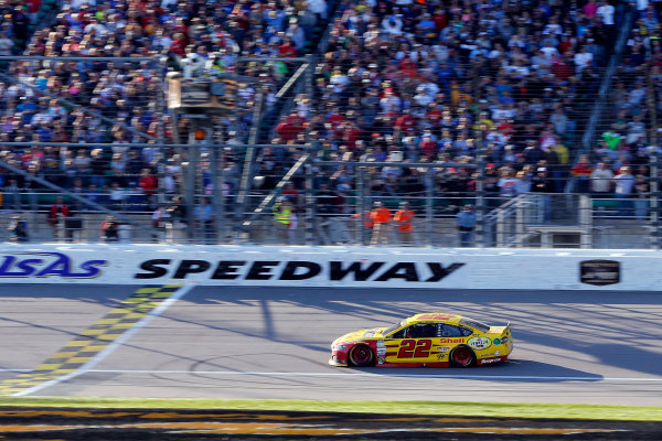 16-18 October, 2015, Kansas City, Kansas USA Joey Logano drives under the checkered flag to win ?2015, Russell LaBounty LAT Photo USA
