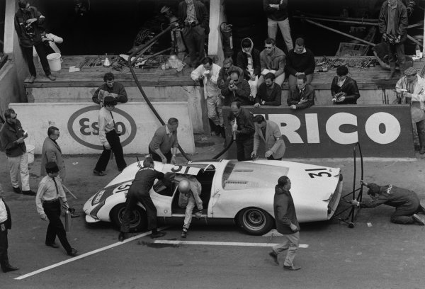 Le Mans, France. 18 - 19 June 1966.Hans Herrmann/Herbert Linge (Porsche 906 Carrera), 5th position, pit stop and driver change, action. World Copyright: LAT Photographic.Ref: 1303 - 1-1A.