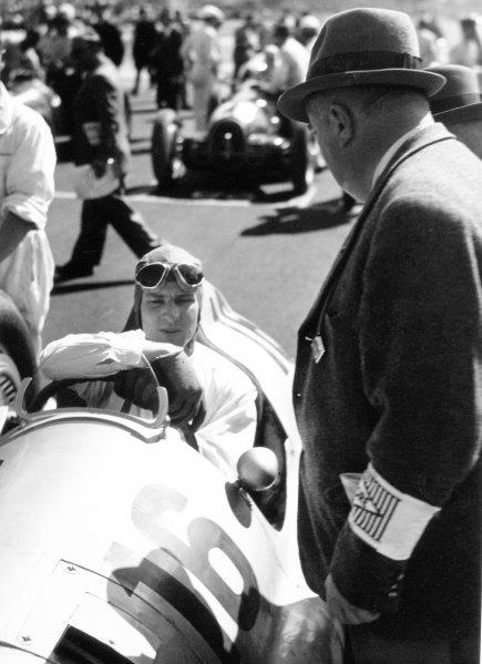 1938 Italian Grand Prix. Monza, Italy. 11 September 1938. Alfred Neubauer talks to Dick Seaman, Mercedes-Benz W154, retired, on the grid, portrait. World Copyright: Robert Fellowes/LAT Photographic Ref: 38ITA05