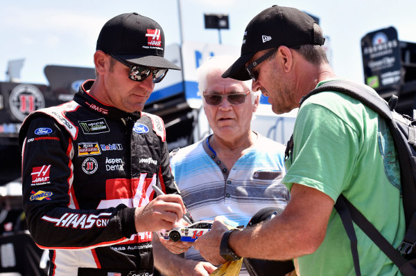 Monster Energy NASCAR Cup Series Monster Energy NASCAR All-Star Race Charlotte Motor Speedway, Concord, NC USA Friday 19 May 2017 Clint Bowyer, Stewart-Haas Racing, Haas-Automation Ford Fusion World Copyright: Nigel Kinrade LAT Images ref: Digital Image 17CLT1nk02665