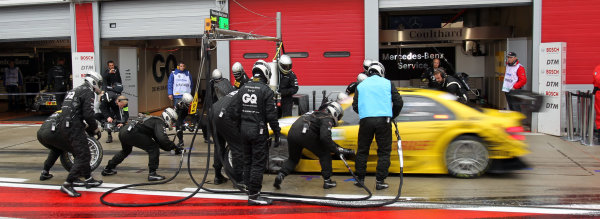 Pit stop for David Coulthard (GBR), AMG Mercedes, AMG Mercedes C-Klasse (2008).DTM, Rd10, Adria International Raceway, Italy. 29-31 October 2010 World Copyright: LAT Photographicref: dne1031oc121