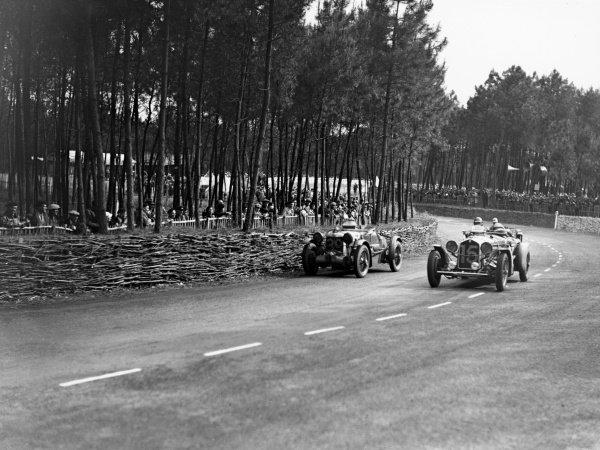 1935 Le Mans 24 hours.Le Mans, France. 15th - 16th June 1935.Raymond Sommer/Raymond d'Edrez de Sauge, (Alfa Romeo 8C 2300), retired, passes the S C. Penn Hugues/Thomas Fothringham, (Aston Martin Ulster), retired, action.World Copyright: LAT Photographic.ref: