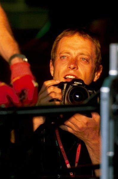 Mark Thompson (GBR) Photographer Formula One World Championship, Rd15, Italian Grand Prix, Monza, Italy, 15 September 2002.