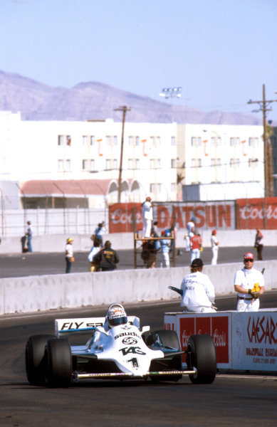 1981 Caesars Palace Grand Prix.Las Vegas, Nevada, USA.15-17 October 1981.Alan Jones (Williams FW07C Ford) 1st position.Ref-81 LV 18.World Copyright - LAT Photographic