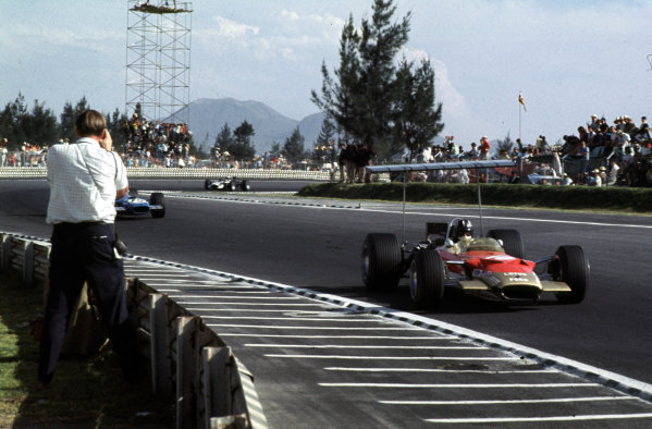 1968 Mexican Grand Prix.Mexico City, Mexico.1-3 November 1968.Graham Hill (Lotus 49B Ford) leads Jackie Stewart (Matra MS10 Ford). They finished in 1st and 7th positions respectively.Ref-68 MEX 06.World Copyright - LAT Photographic