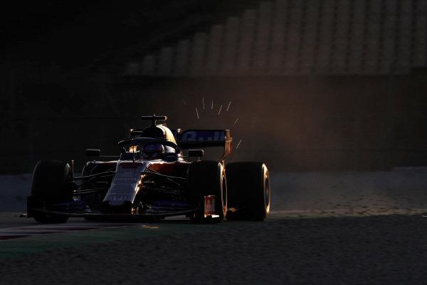 Alex Albon, Scuderia Toro Rosso STR14 sparks