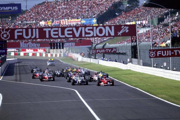 Michael Schumacher, Ferrari F2004 leads Ralf Schumacher, Williams FW26 BMW, Jenson Button, BAR 006 Honda and Takuma Sato, BAR 006 Honda at the start.