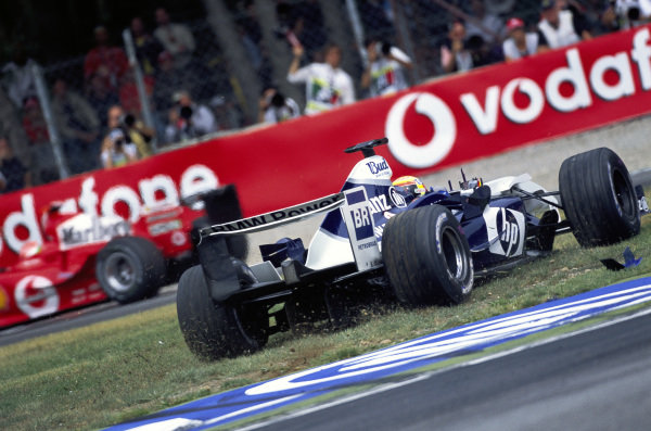 Antônio Pizzonia, Williams FW26 BMW gets on the grass.