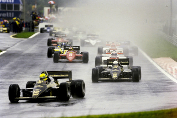 Ayrton Senna, Lotus 97T Renault, leads Elio de Angelis, Lotus 97T Renault, Alain Prost, McLaren MP4-2B TAG, Michele Alboreto, Ferrari 156/85, Derek Warwick, Renault RE60, and Niki Lauda, McLaren MP4-2B TAG, at the start.