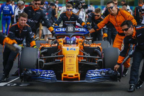 Fernando Alonso, McLaren MCL33 Renault arrives on the grid.