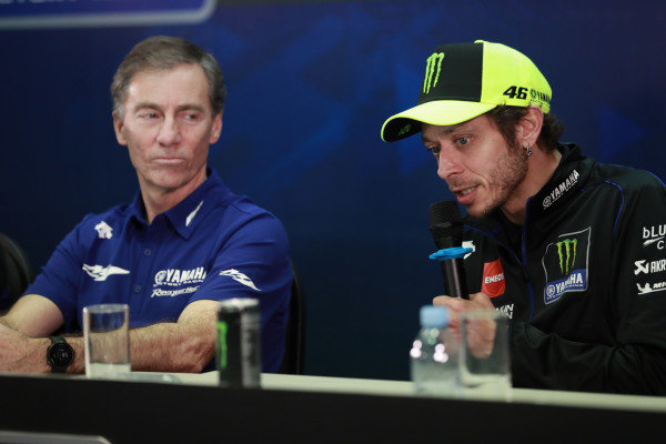 Lin Jarvis, Valentino Rossi, Yamaha Factory Racing.