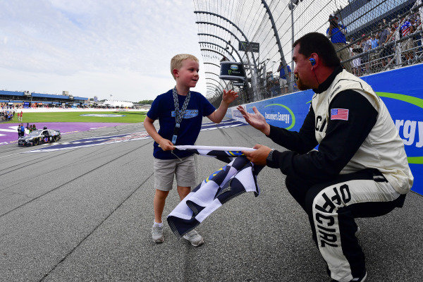 #4: Kevin Harvick, Stewart-Haas Racing, Ford Mustang Mobil 1 celebrates after winning, Keelan Harvick