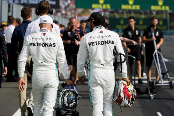 Valtteri Bottas, Mercedes AMG F1 and Lewis Hamilton, Mercedes AMG F1 in Parc Ferme