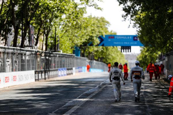 Sam Bird (GBR), Envision Virgin Racing and Lucas Di Grassi (BRA), Audi Sport ABT Schaeffler, head to the grid