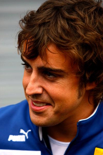 Spa Francorchamps, Spa, Belgium.4th September 2008.Fernando Alonso, Renault R28. Portrait.World Copyright: Charles Coates/LAT Photographicref: Digital Image _26Y3936