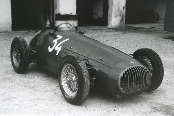 1952 Italian Grand Prix.Monza, Italy. 7 September 1952.The OSCA 20 of Elie Bayol in the pits. Ref-52/51 #7A.World Copyright - LAT Photographic