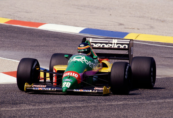 1987 French Grand Prix.Paul Ricard, Le Castellet, France.3-5 July 1987.Thierry Boutsen (Benetton B187 Ford).Ref-87 FRA 25.World Copyright - LAT Photographic
