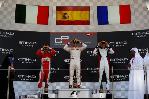 2015 GP3 Series Round 9 Yas Marina Circuit, Abu Dhabi, UAE. Sunday 29 November 2015. Alex Palou (ESP, Campos Racing), Antonio Fuoco (ITA, Carlin) & Esteban Ocon (FRA, ART Grand Prix)  Photo: Sam Bloxham/GP3 Series Media Service. ref: Digital Image _G7C8706