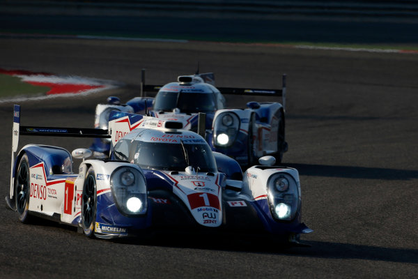2015 FIA World Endurance Championship Bahrain 6-Hours Bahrain International Circuit, Bahrain Saturday 21 November 2015. Anthony Davidson, S?bastien Buemi, Kazuki Nakajima (#1 LMP1 Toyota Racing Toyota TS 040 Hybrid) leads Alexander Wurz, St?phane Sarrazin, Mike Conway (#2 LMP1 Toyota Racing Toyota TS 040 Hybrid). World Copyright: Alastair Staley/LAT Photographic ref: Digital Image _79P0136